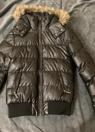 Чёрная тёплая зимняя не промокаемая курточка