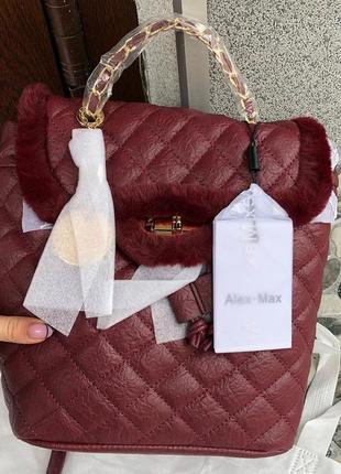 Бордовый рюкзак с меховой окантовкой