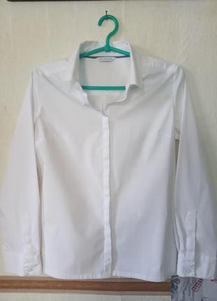 Базовая белая рубашка с разрезами по бокам