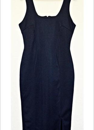 Очень классное черное платье-футляр из красивой ткани в рубчик фирмы boohoo