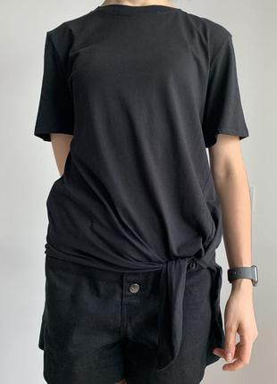 Базова чорна футболка, оверсайз, трендова 2020 стильная чорная футболка mango.