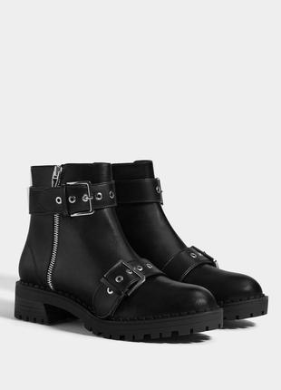 Крутые трендовые ботинки челси bershka с пряжками