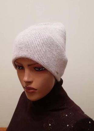 Стильная тонкая демисезонная шапка 56-58