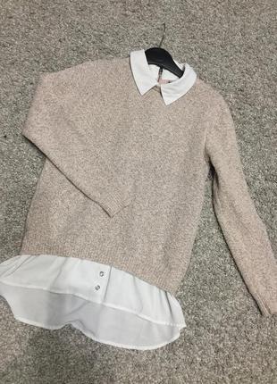 Свитерок пудрового цвета с блузкой