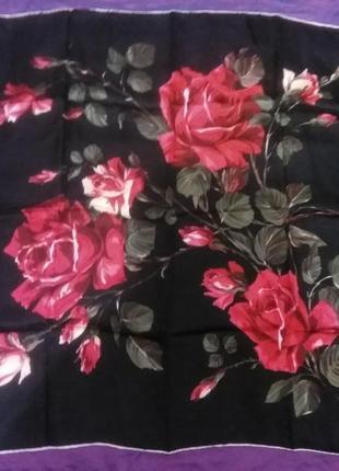 Очень красивый винтажный платок.