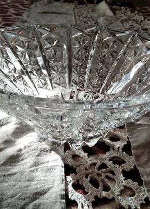 Красивая хрустальная ваза.