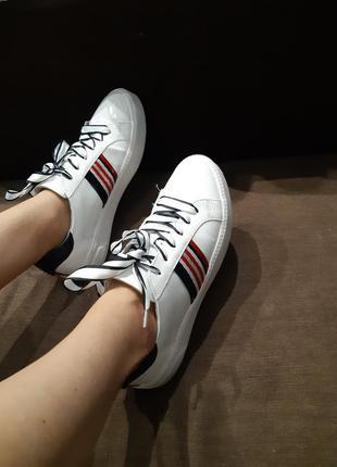 Кросівки красиві стильні від tamaris