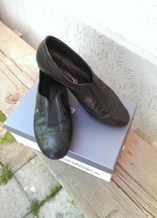 Шкіряні туфлі-макасіни next