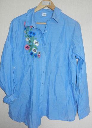Хорошенькая натуральная рубашка с вышивкой