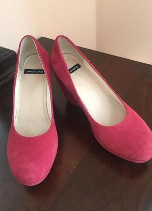 Туфли замшевые малиновый цвет