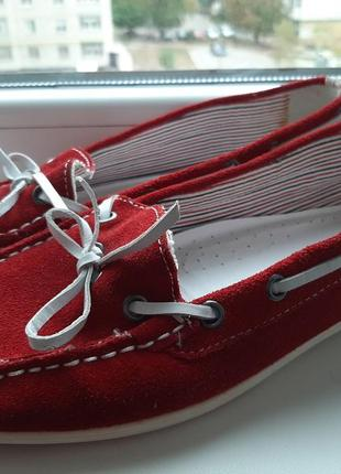 Замшевые красные туфли мокасины c&a
