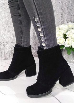 Новые женские замшевые  чёрные ботинки на каблуке ботильоны
