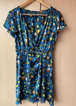 Платье из свежих коллекций в цветочный принт на запах от zara