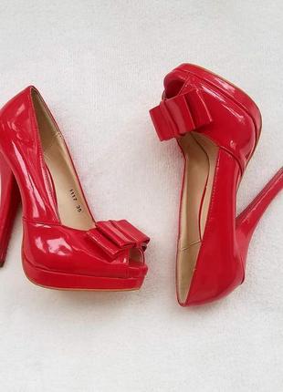 Ідеальні червоні туфлі