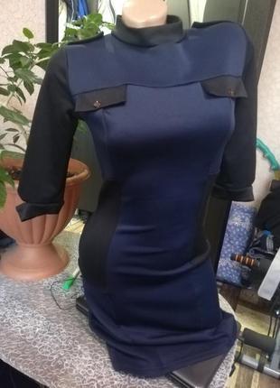 Платье с молнией по всей спинке