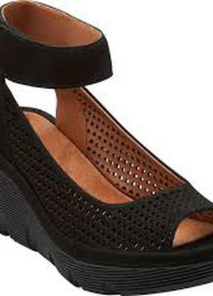 Clarks!новые черные замшевые кожаные босоножки размер 37