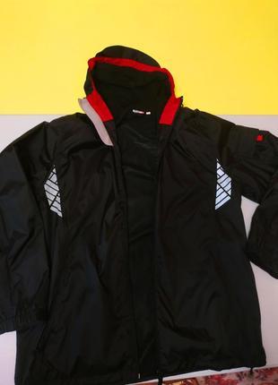 Продам фирменную женскую куртку ветровку немецкого качества
