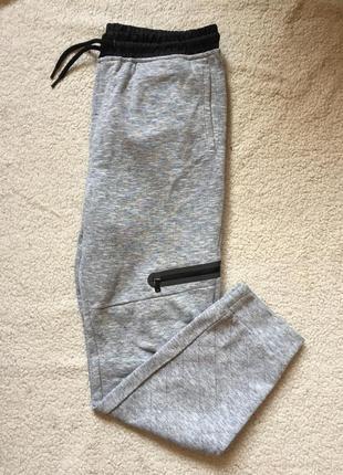 Спортивные серые штаны