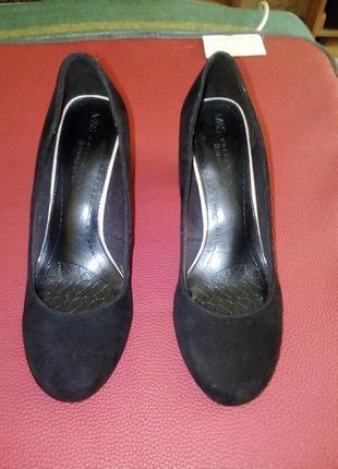 Натуральні замшеві туфлі 38р.
