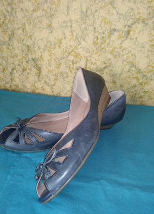 Кожаные туфли с открытым носком