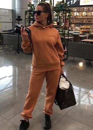 """Теплый женский спортивный костюм оверсайз на флисе с карманом """"кенгуру"""" цвет кэмел"""
