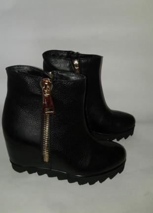 Натуральная кожа новые ботинки 37 размера (модель 1009)