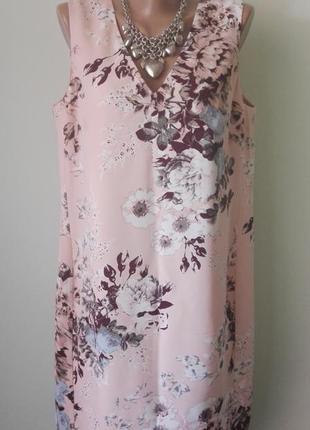 Летнее трендовое платье прямого покроя в красивые большие цветы