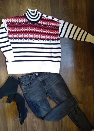 Очень модный и яркий свитер