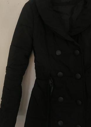 Чорний плащ, пальто