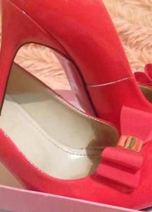 Женские кожаные лаковые туфли