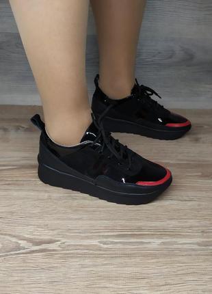 Кожаные интересные кроссовки.натуральная кожа