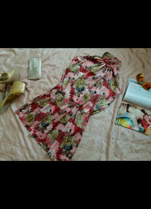 Красивое платье в цветочный принт stradivarius