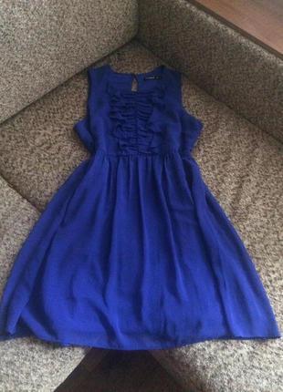 Нежное шифоновое платье цвета электрик