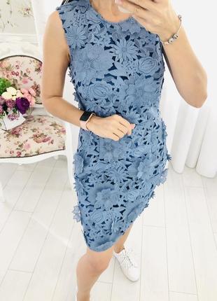 Шикарное кружевное платье с объемными цветами french connection