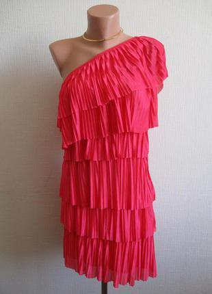 Яркое платье плиссе на одно плечо с воланами river island