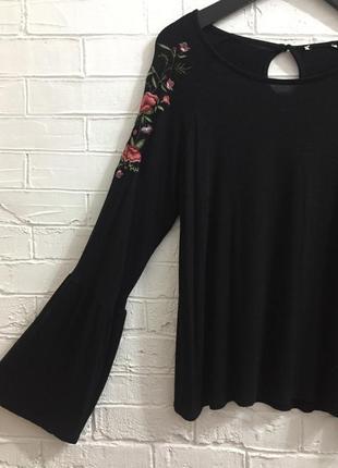 Трикотажная блуза с вышивкой