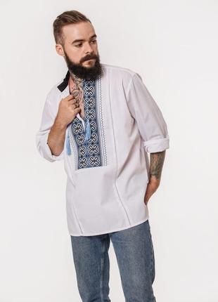 Красивая вышиванка с оригинальной вышивкой и мережкой