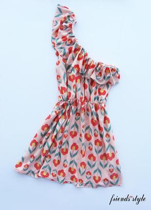 Яркое платье сарафан на плечо в цветочный принт river island