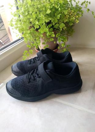 Крутые кроссовки бренда nike revolution 4 (ps) 943305 - 004  uk 1 eur 33