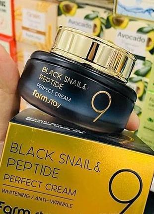 Антивозрастной крем для лица с пептидами и черной улиткой farmstay black snail & peptide