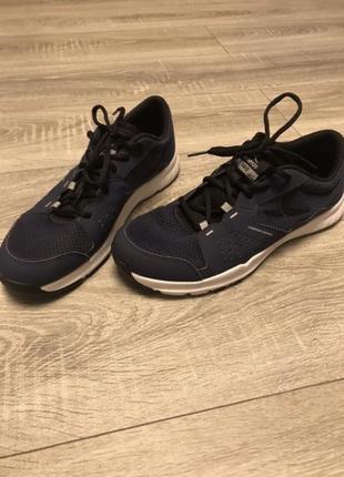 Продам чоловічі мягенькі кросовки