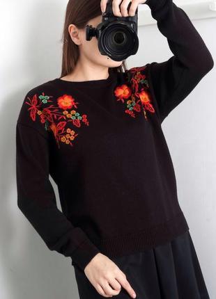 Чёрный удлинённый свитер джемпер с вышивкой