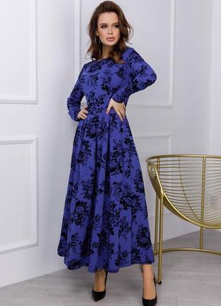 Классическое платье с фактурным принтом