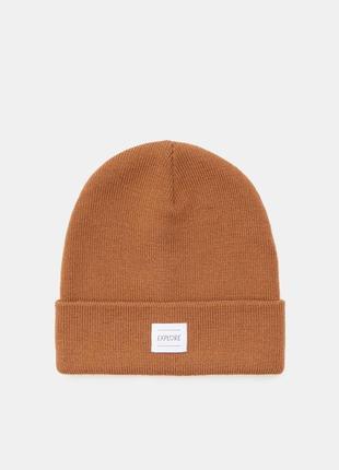 Новая коричневая шапка кэмел польша минимализм нашивка сердце надпись explore исследуй