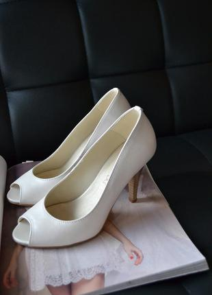 Свадебные туфли кремовые lasocki
