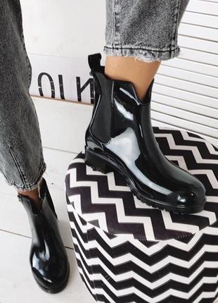 Демисезонные чёрные резиновые ботинки,стильные резиновые ботинки челси