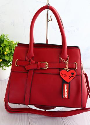 Качественная сумка женская с брелочком в виде сердца красный