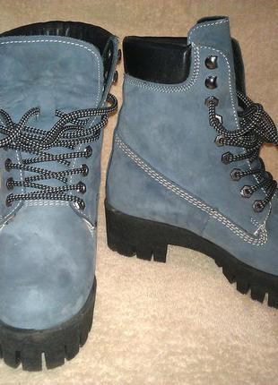 Крутые новые зимние ботинки на тракторной подошве