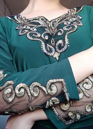 Зелёная блуза с вышитыми красивыми рукавами , блузка