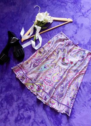 Яркая атласная юбка